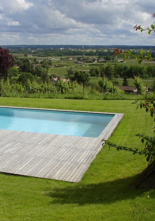 POOL AND SHED IN THE VINEYARDS